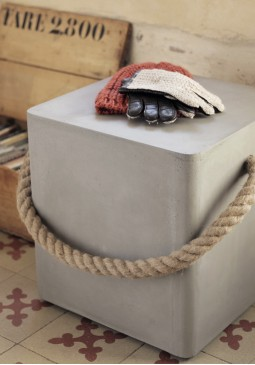Edge Wheels & Rope Stool - Lyon Beton Concrete